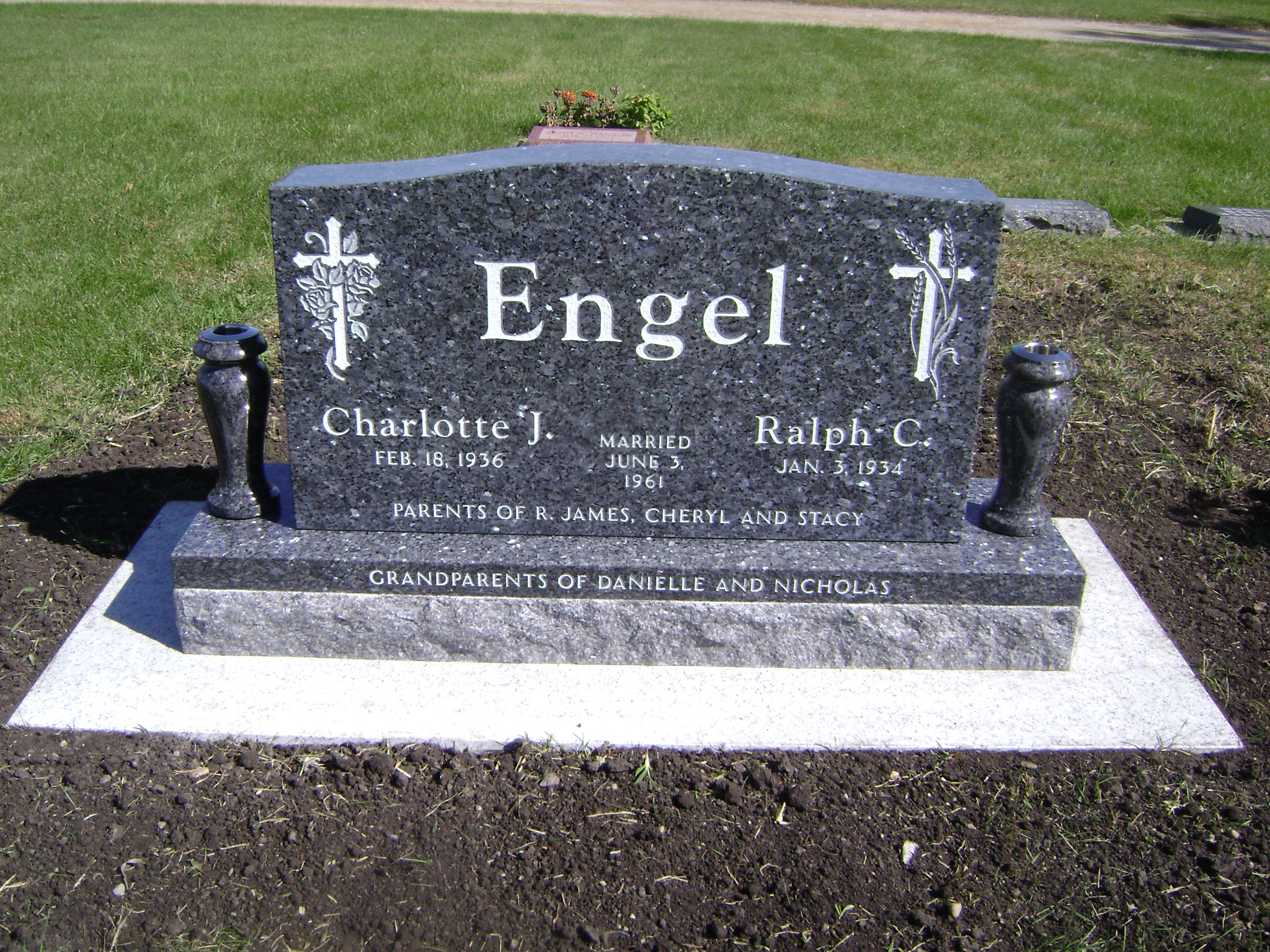 Double Headstones With Vases Granite And Tombstone Designs